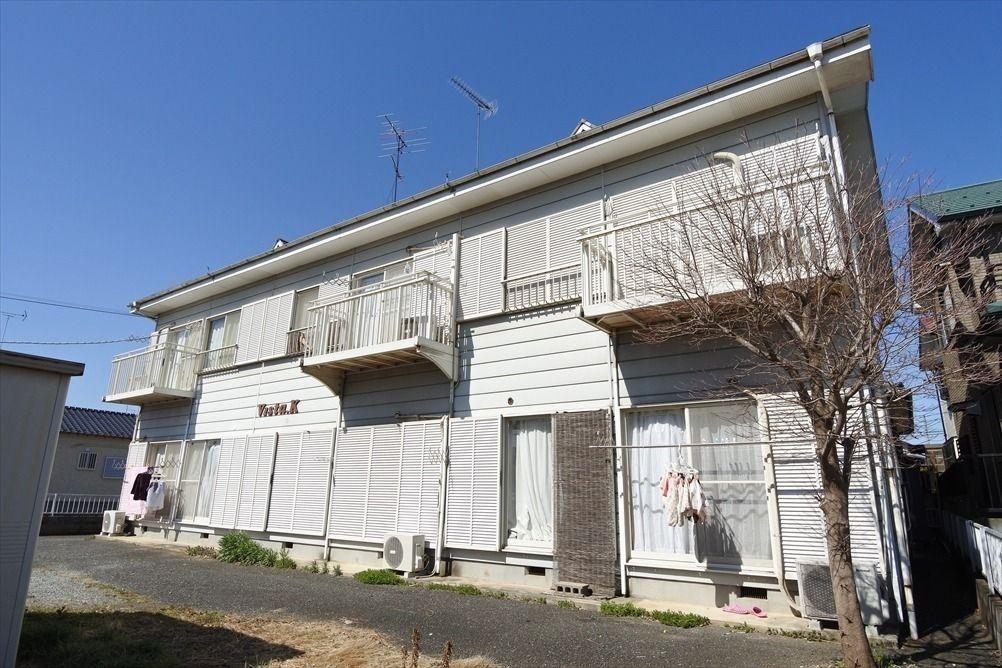 閑静な住宅街 南向き 2階東南角部屋 広いグルニエあり 外観