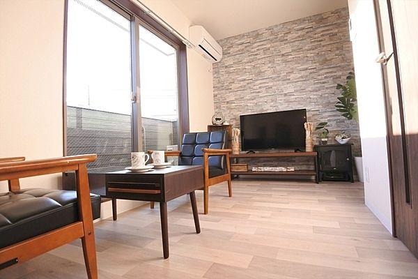 ☆東松山市神明町☆新築☆ペット可☆キャンペーン中につき契約金10万円以内で住めます。お部屋はコンパクトでありますが横長のお部屋ですので家具設置が考えやすい間取りとなっております。このアパートのセー…