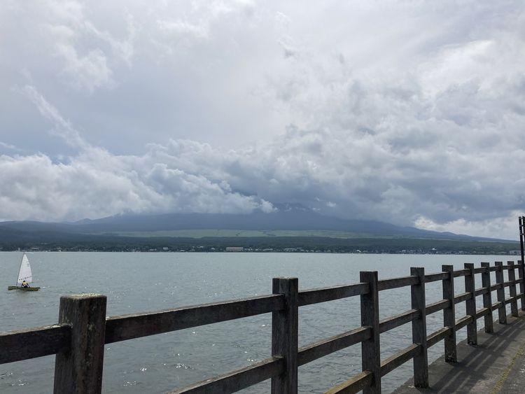 山中湖からの富士山のはず・・・