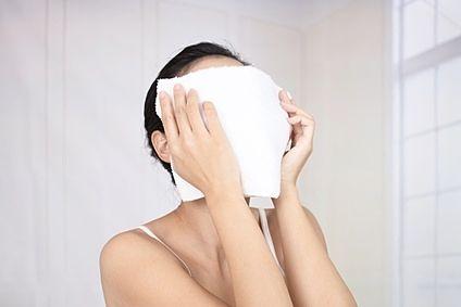 蒸しタオルを使ったクレンジングの方法。効果と手順について より